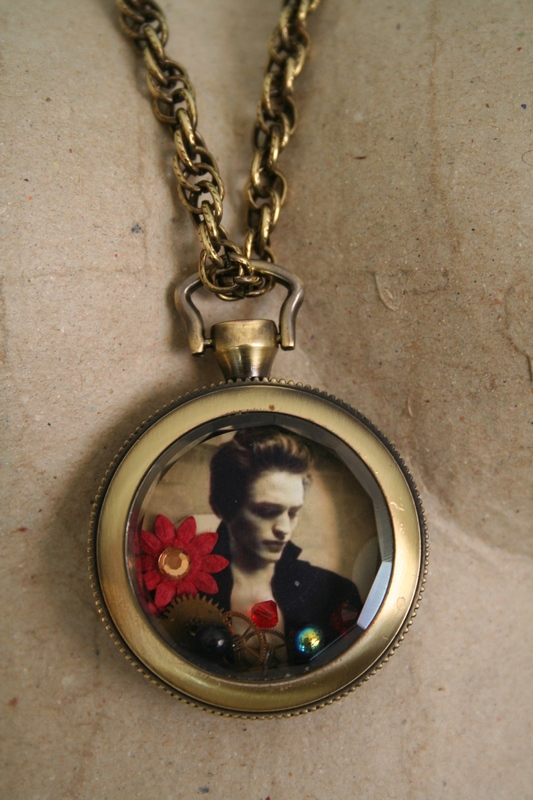 WatchNecklace